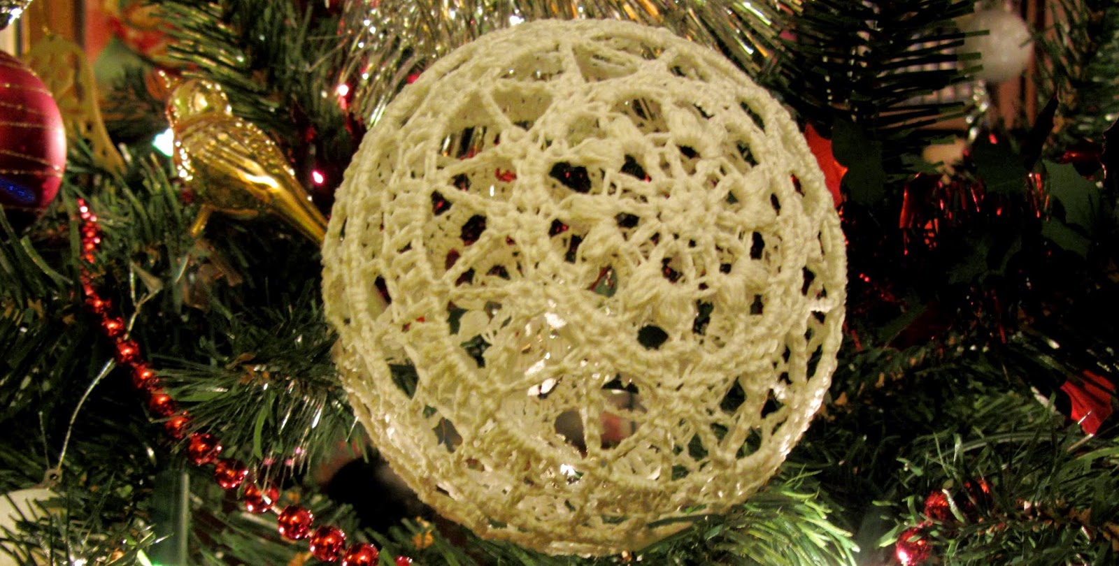 Busy Fingers Busy Life Pattern Thread Christmas Bauble