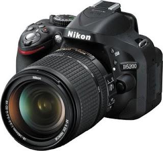 Nikon D5200 with AF-S 18-140mm