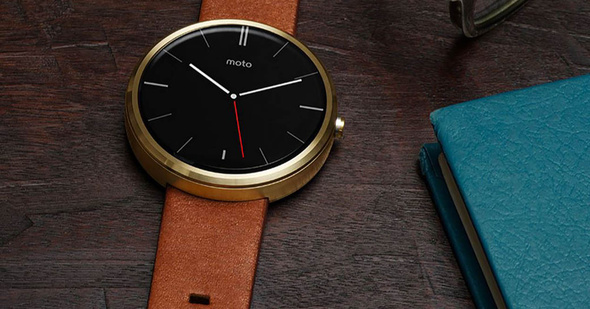 A press photo shows the two sizes of the new Motorola Moto 360