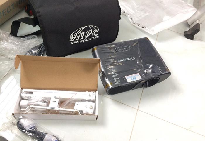 Lắp máy chiếu Viewsonic PJD515HD cho phòng họp của công ty