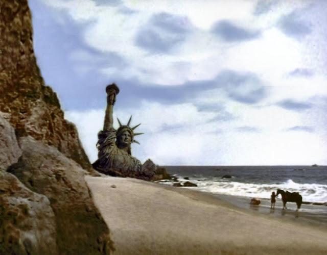 Ultima scenã din filmul Planeta ,aimuțelor (Planet of Apes, 1968)