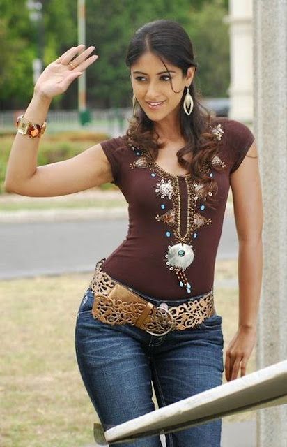 Ileana D'Cruz in tight jeans pics