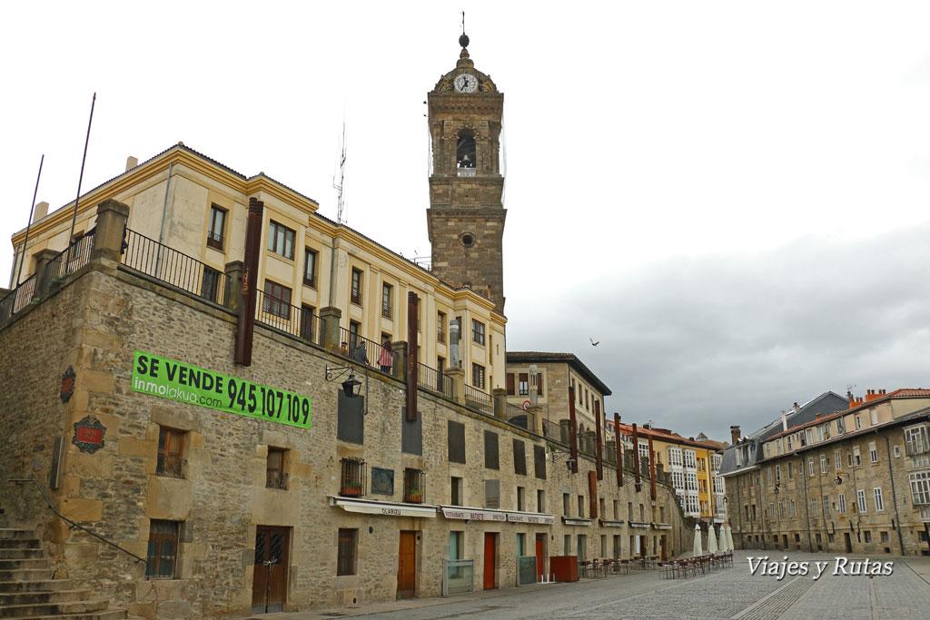 Plaza de Villasuso, iglesia de San Vicente, Vitoria