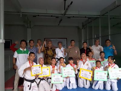 Perkemi Lampung Berikan Bonus Atlet Berprestasi