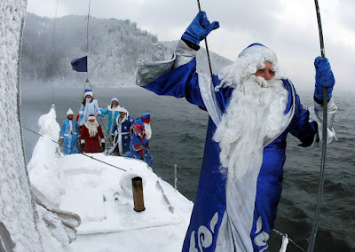 Santa will always figure out a way to get to the boat !!