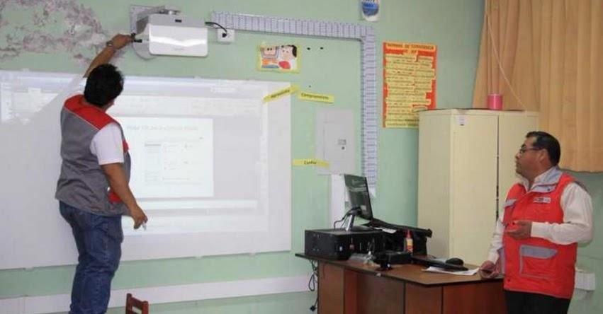 Capacitan a docentes de Moquegua en mantenimiento preventivo de pizarras interactivas