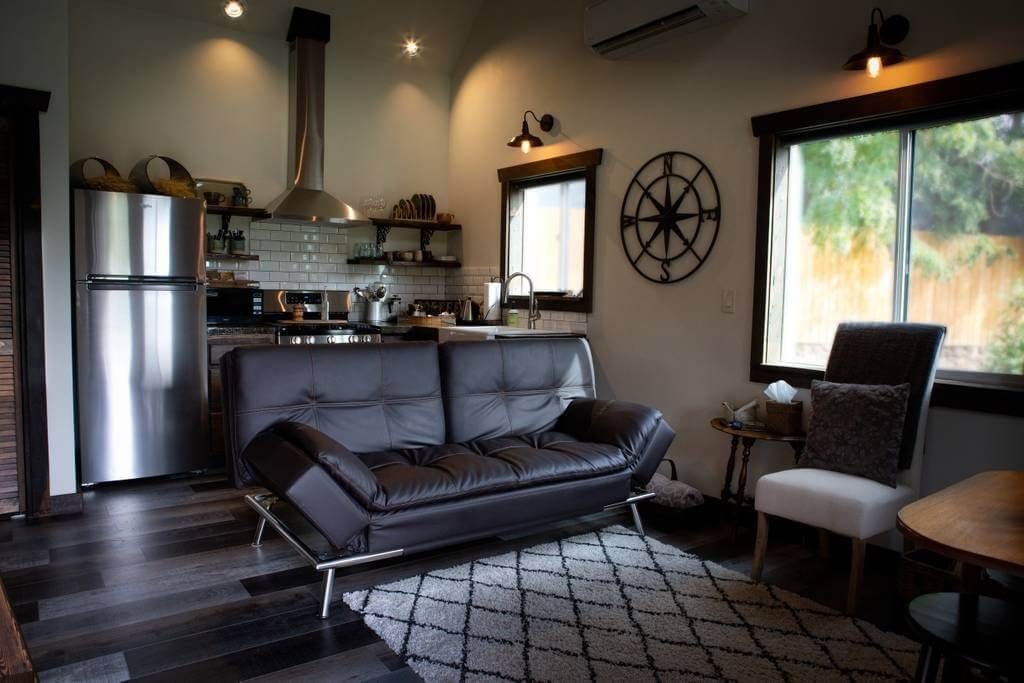 02-Living-Room-and-Kitchen-Trish-The-Potter-s-Retreat-Architecture-in-a-Tiny-House-www-designstack-co