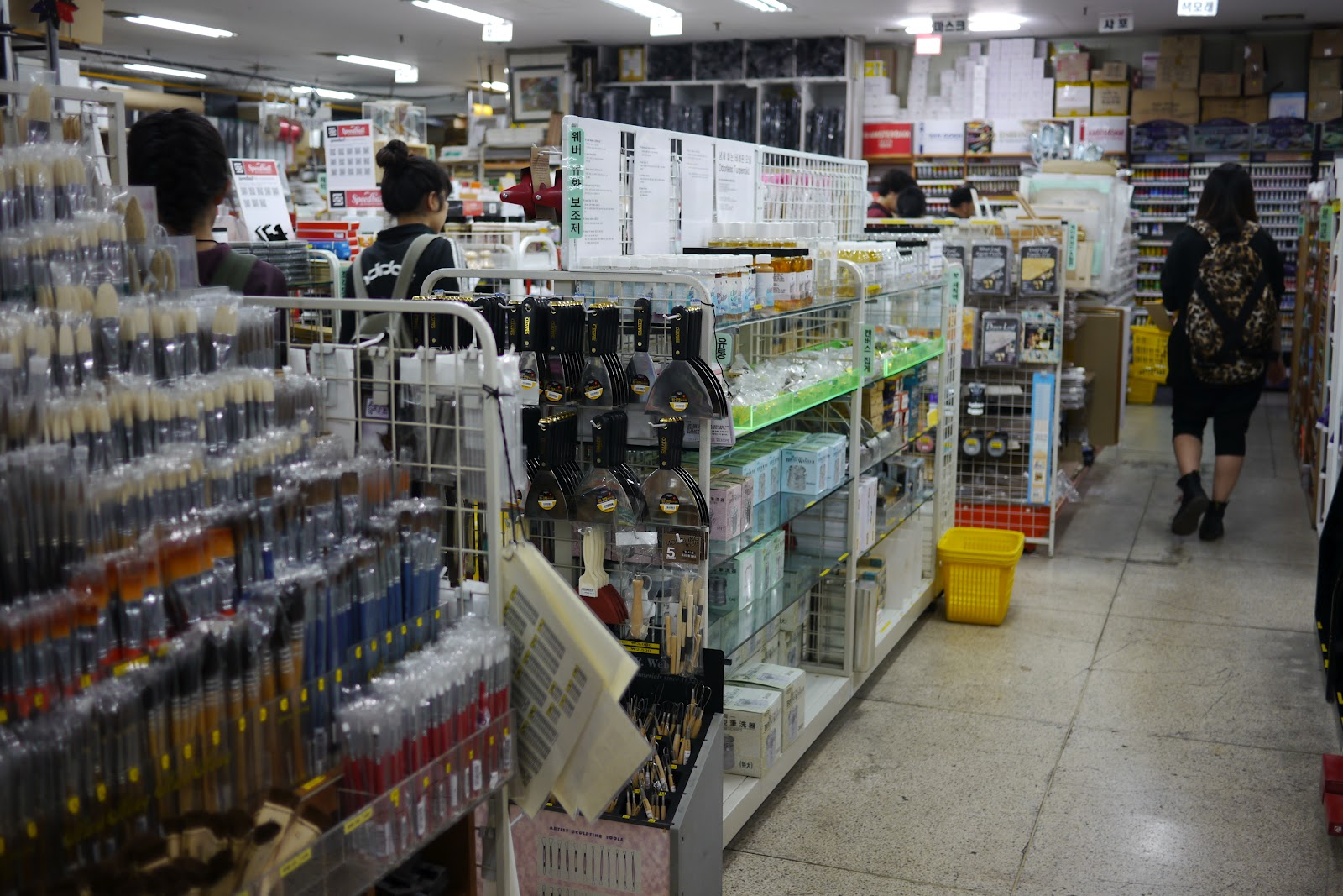 호미화방 Still the Best Art Supply Store Around | Koreabridge