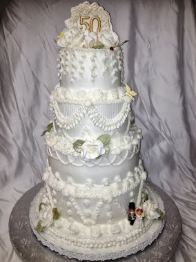 re do of their wedding cake .. celebreationg 50 yrs ..