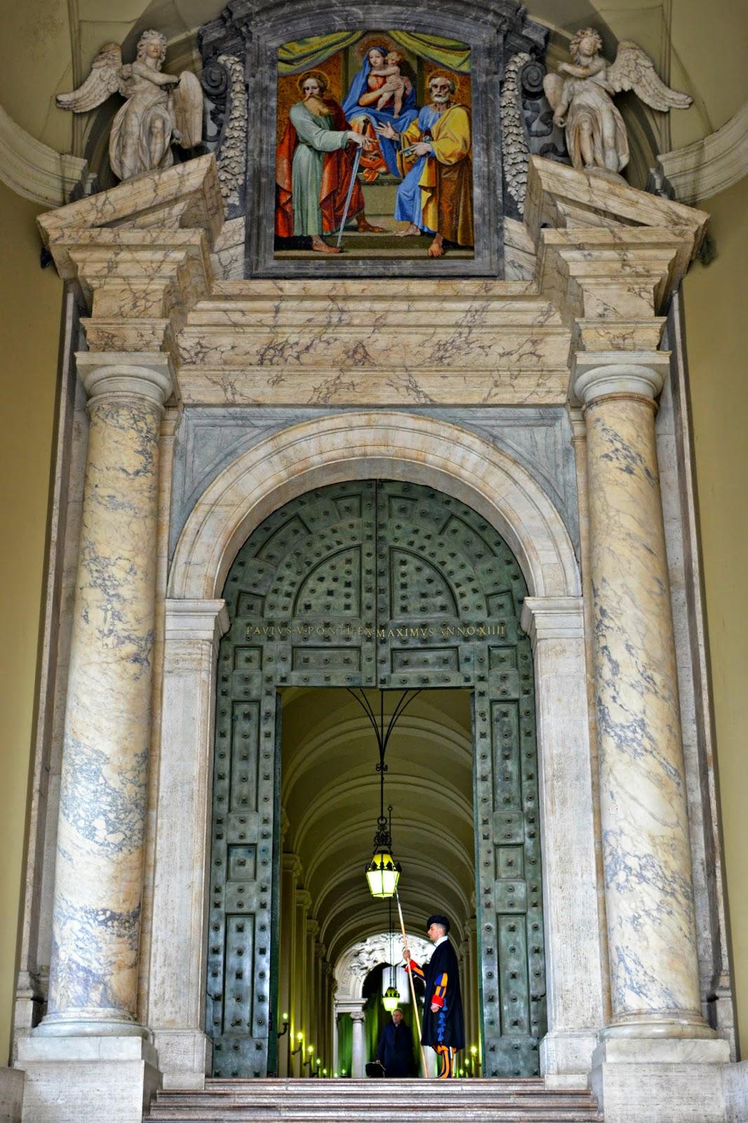 swiss guard at st peter's basilica vatican city