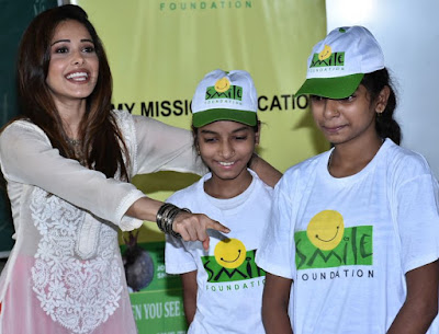 Nushrat-Bharucha-celebrates-with-smile-foundation-kids