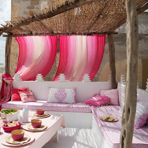 http://www.lush-fab-glam.com/2016/06/dreamy-outdoor-living.html