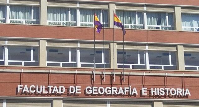 La bandera republicana ondea en la facultad de Geografía e Historia