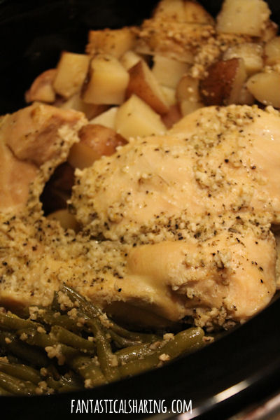 Crockpot Chicken, Potatoes, and Green Beans //  All you'll need for dinner goes into the crockpot and you are set! #recipe #chicken #maindish