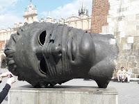 статуя Эроса в Кракове Польша
