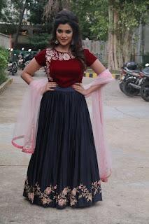 meesaya murukku movie actress aathmika (5)