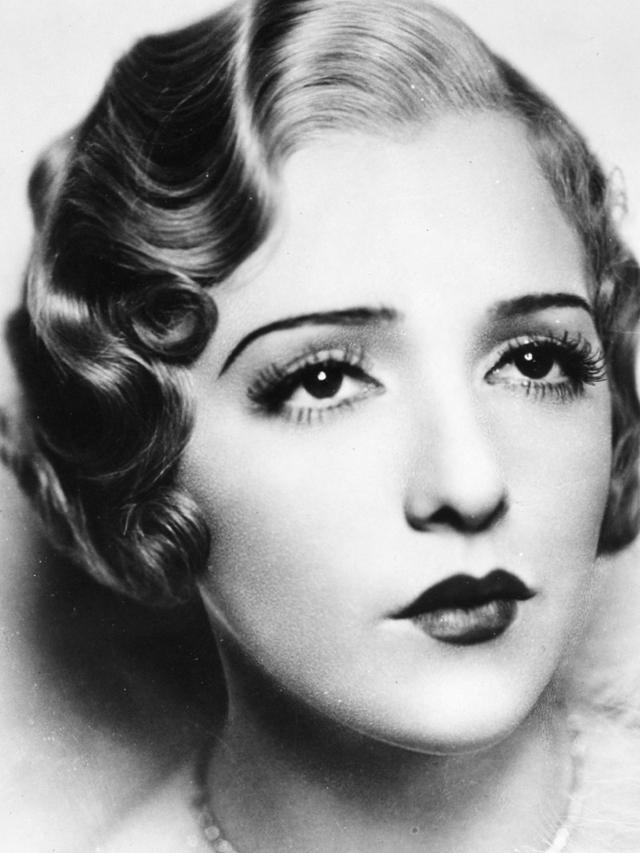 Sleek and Wavy: Characteristics Defined the 1930s Women's ...