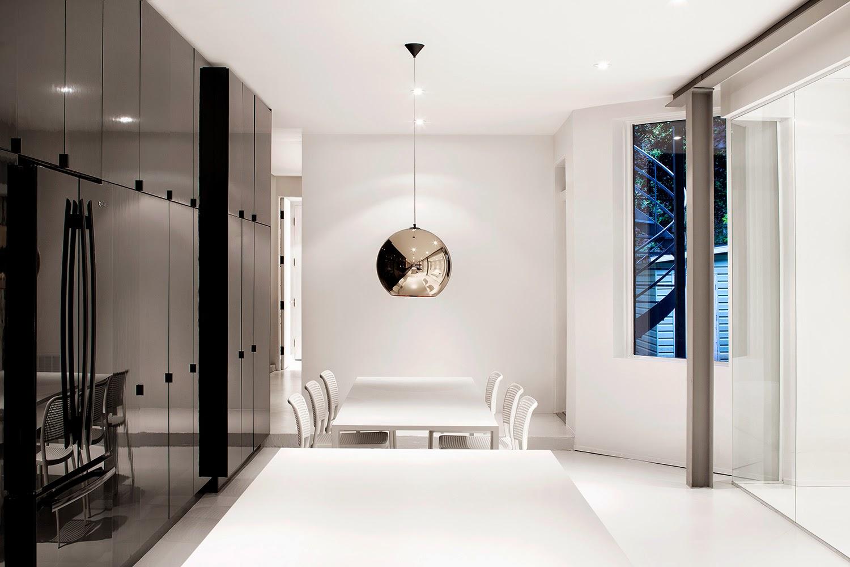 Blog meu rebuli o hist ria uma montra minimalista for Casa minimalista historia
