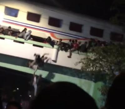 Nama Korban surabaya berdarah tersenggol kereta api.