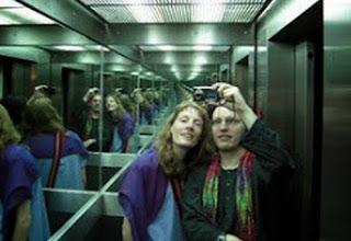 Ούτε που το φανταζόσουν! Γιατί τα ασανσέρ έχουν καθρέφτες;