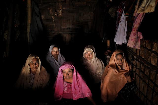 Rohingya Muslims flee to Bangladesh