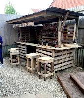 bar construido con palets de madera
