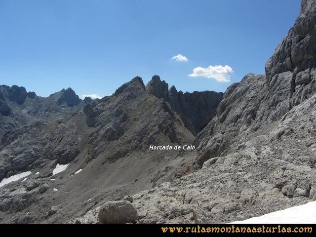 Ruta Cabrones, Torrecerredo, Dobresengos, Caín: Desde la Horcada de San Carlos a la Horcada de Caín