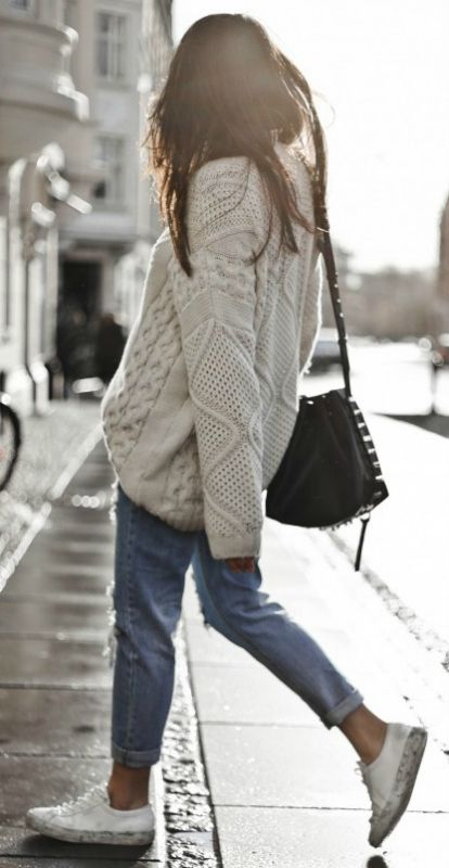 fall outfit inspiration / knit sweater + bag + boyfriend jeans + sneakers