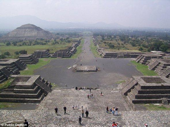 Интересные открытия сделали ученые под пирамидой Луны в Мексике (обновлено)