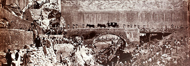 TRABAJADORES EN EL PONTON DE LA OLIVA CANAL ISABEL II