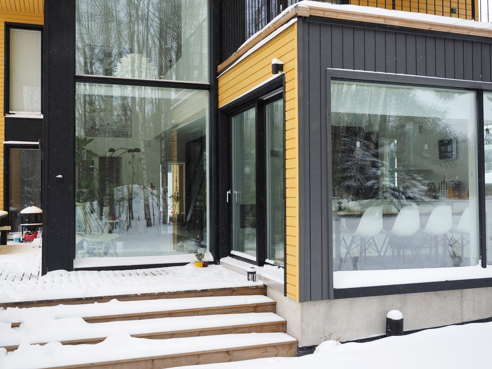 Talo, ikkunat, moderni koti, luminen maisema