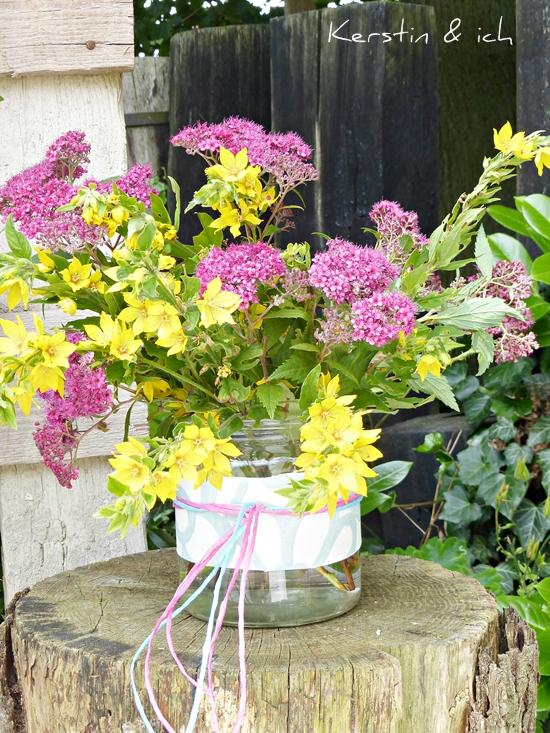 Sommerblumenstrauß in Einmachglas