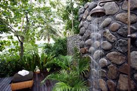 desain kamar mandi batu alam, desain kamar mandi batu alam sederhana, desain kamar mandi kecil batu alam, desain kamar mandi mungil dengan batu alam