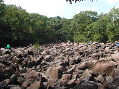 Ringing+Rocks+Park+%282%29 Misteri Misteri Alam yang Sulit Diterima Nalar dan Logika Manusia