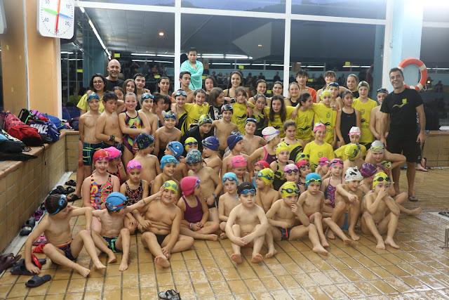 Participantes en el torneo social del club natación Barakaldo