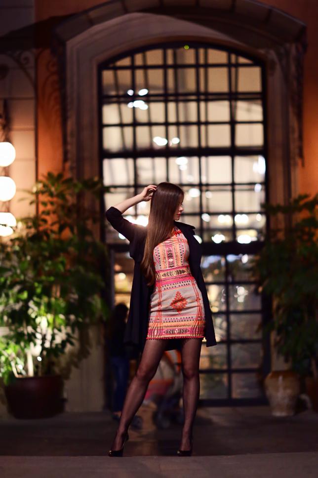 Barcelona o zmierzchu - sesja w kolorowej sukience przy El Nacional oraz fotoreportaż z handlu podróbkami