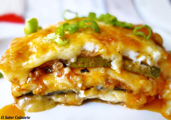 Lasaña de calabacín con carne y bechamel de queso Manchego