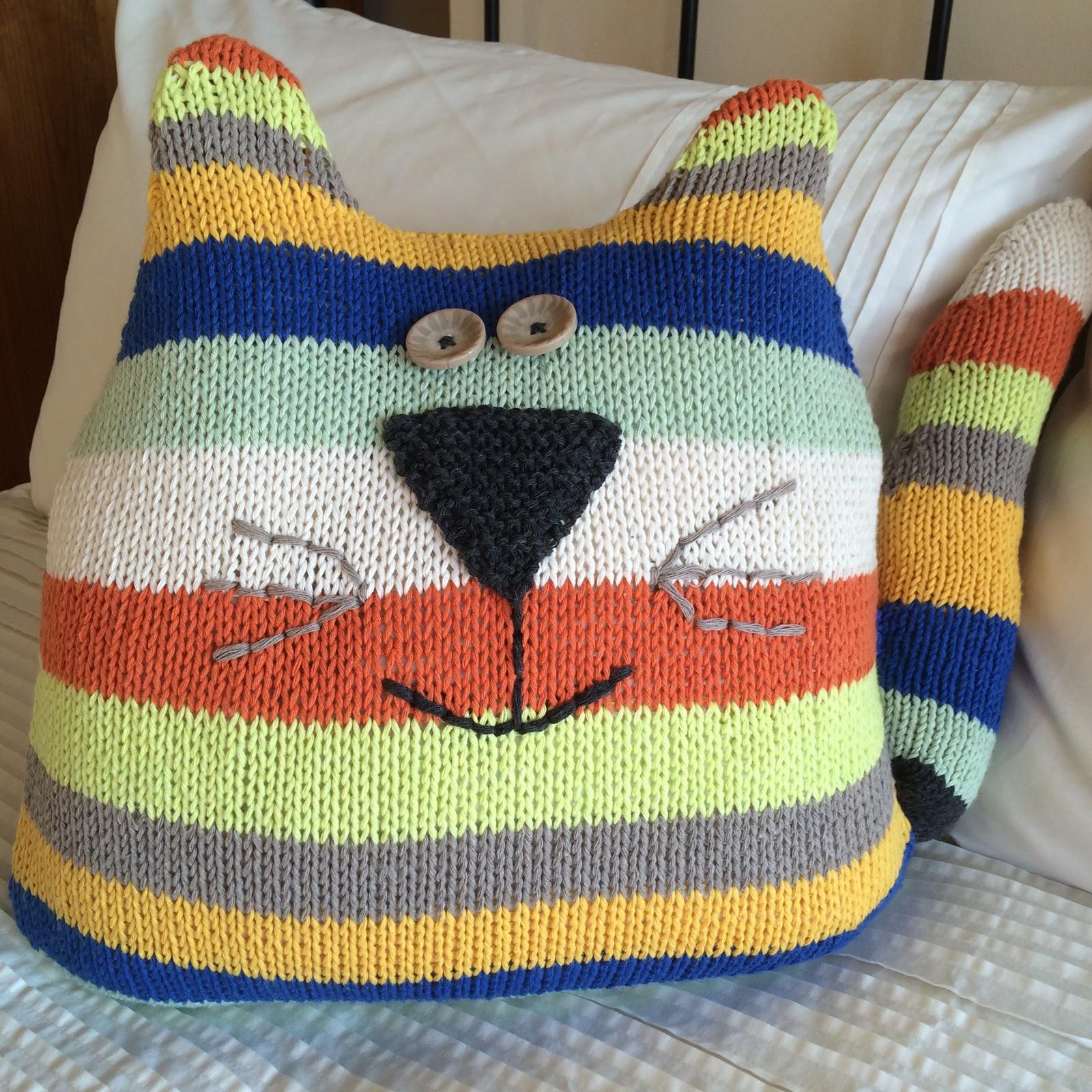 GRANNY\'S WORLD: Knitting - Cat Cushion