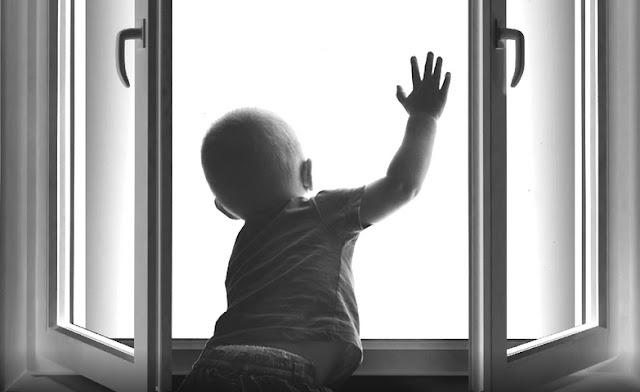 В Башкирии малыша обнаружили под окнами многоэтажки