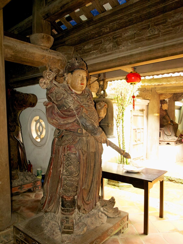 Estatuas de madera lacada