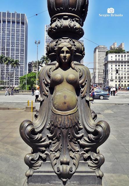 Close-up com detalhes do Poste ornamental do Theatro Municipal SP - Centro - São Paulo