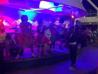 Banda ao vivo na festa de carnaval no cruzeiro Msc Magnifica