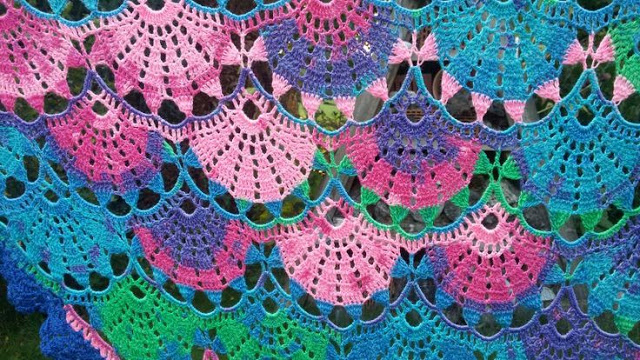 Beautiful pattern in crochet shawl to learn .. free standard