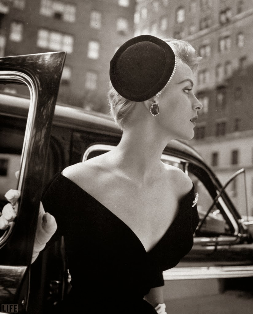 Classy And Glamorous Photo: Beautiful Black And White Fashion Photography By Nina Leen