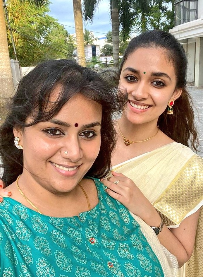 Keerthy Suresh in Saree with Lovely Smile with her Lovely Sister Revathy Suresh