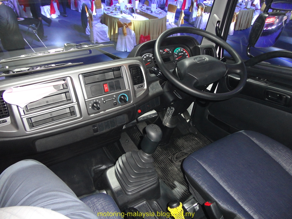 motoring malaysia truck news hino malaysia launches the upgraded hino 500 series medium duty. Black Bedroom Furniture Sets. Home Design Ideas