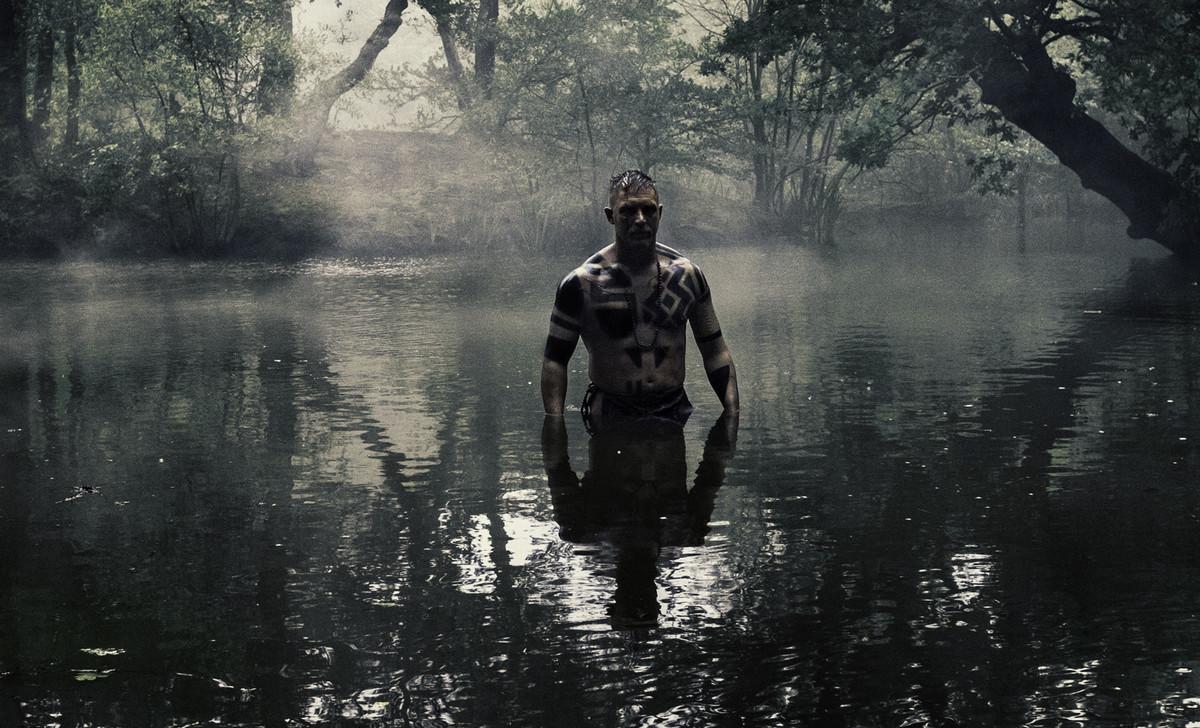 Tom Hardy desnudo en Taboo
