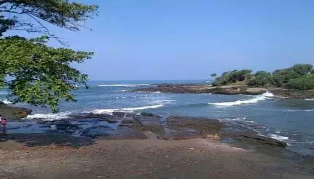 Wisata Pantai Cicalobak Garut