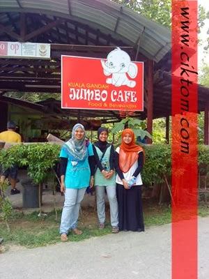 Sebelum keluar ke Deerland, makan aiskrim di Jumbo Cafe
