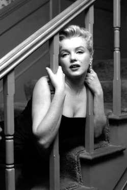 Marilyn-Monroe-At-Home